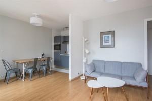 15957-location-meublee-rue-vaneau-avec-balcon