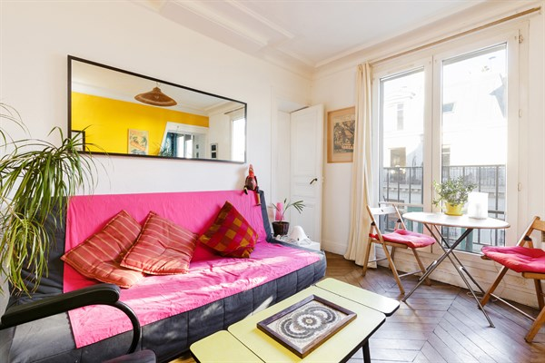 Sedaine  Colorfully decorated 2 room apartment with