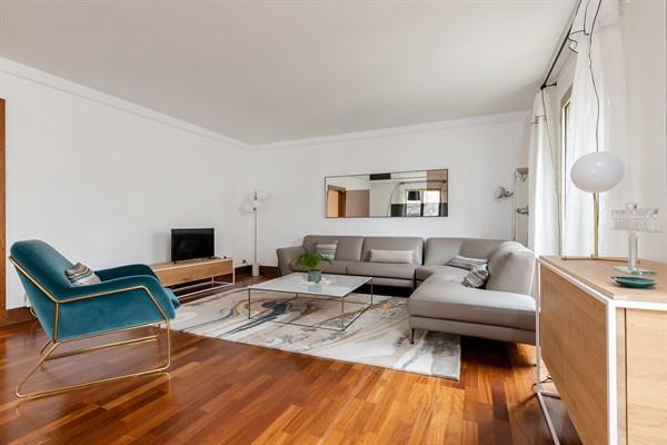 Phenomenal Le Longchamp Splendid 2 Bedroom Apartment On Avenue Victor Beutiful Home Inspiration Xortanetmahrainfo