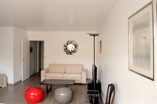 temporary rental for furnished apartment sleeps 5 guests rue de Sèvres Paris VI