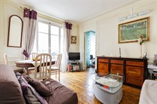 Furnished short-term rental 2-room apartment for 2 to 5 in Daumesnil area, on rue du Docteur Goujon, Paris 12th