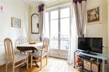 2-room furnished apartment for two to five available for monthly rent in Daumesnil area, on rue du Docteur Goujon, Paris 12th