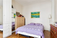 Short-term rental of a generously-sized, furnished apartment for 2 or 5 in Daumesnil area, on rue du Docteur Goujon, Paris 12th