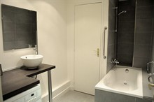 spacious rental on rue Grenata in the central 2nd district of Paris for 2-4 guests