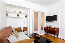 Furnished short-term rental 2-room apartment for 2 near Porte Maillot on rue Pergolèse, Paris 16th