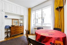 Weekly flat rental for two, furnished, near Porte Maillot on rue Pergolèse, Paris 16th