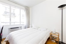 Large, furnished apartment for 2 available for weekly rental on rue Pergolèse, Paris 16th