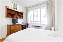 2-room furnished apartment for 2, monthly rental in a modern building near Porte Maillot on rue Pergolèse, Paris 16th