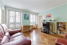 short term rental apartment 2 bedroom for 5 guests boulevard du Montparnasse Paris 14th district