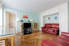 spacious apartment to rent short term for 5 with 2 bedrooms boulevard du Montparnasse Paris 14th district