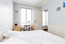 spacious apartment to rent short term sleeps 5 650 sq ft Paris boulevard du Montparnasse