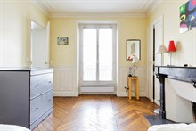 short term rental apartment furnished for 5 persons Paris boulevard du Montparnasse XIV