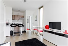 Fully furnished studio apartment for 2 with kitchen and TV at Convention, Paris 15th