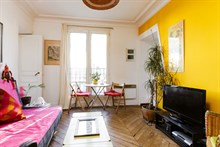 Weekly rental of spacious, furnished 2-room apartment w/ balcony at Bastille, Paris 11th