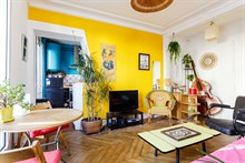 Weekly flat rental for two or four, furnished w balcony at Bastille, Paris 11th