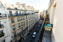 Weekly 2-room apartment rental for 4 at Bastille w balcony, Paris 11th