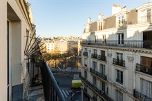 Short-term rental of a spacious, furnished and fully equipped 2-room flat at Bastille, Paris 11th