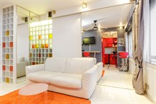 Monthly rental of a 2-room apartment for 2 in a modern building near Champs Elysées in Triangle d'Or area, Paris 15th