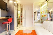 Weekly furnished apartment rental Triangle d'Or area, comfortably sleeps 2, Paris 15th