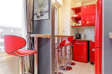 Furnished 2-room flat, equipped for 2, weekly rental near Champs Elysées in Triangle d'Or area, Paris 15th