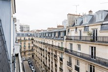 Monthly rental of furnished family apartment near shopping, restaurants Paris 15th
