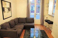 elegant 2 BR apartment to rent for 4 guests on Place de Mexico in 16th district of Paris