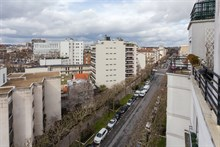 Couples retreat in spacious apartment with view, furnished terrace, near Paris attractions in the city of Boulogne