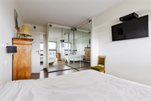 Romantic furnished 2-room apartment for two with stunning panoramic view in Beaugrenelle quarter, Paris 15th, rue Javel