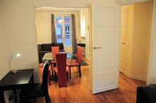 2 bedroom apartment to rent weekly for 4 guests on Place de Mexico Paris XVI