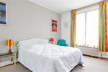 Short term luxury apartment rental for 4/6 w balcony, 3 rooms, Paris 15th