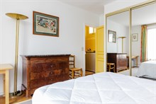 Extended stays in luxurious apartment w balcony, 2 bedrooms, near Beaugrenelle mall Paris 15th