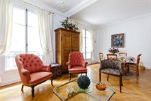 Holiday flat rental for 2/4/6 people near metro stations Guy Moquet and Lamarck-Caulaincourt, Paris 18th