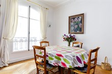 Monthly apartment rental for 6 near Moulin Rouge apartment on rue Marcadet, Paris 18th