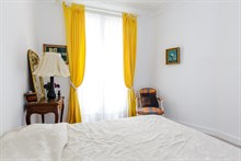 Weekly apartment rental for 4 to 6 guests near Montmartre museum, Paris 18th arrondissement