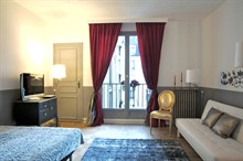 spacious short term studio rental for 2 to 4 guests with eiffel tower view paris 16th