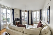 Luxury apartment for short term rent, sleeps up to 4, 2 bedrooms, traditional, Paris 18th