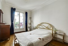 Short term stay in 3 room apartment with 2 bedrooms for 4 at Montmartre, Abbesses, Paris 18th