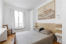 Spacious 2 person apartment in Saint Georges quarter of Paris 9th arrondissement, double bedroom in upscale building