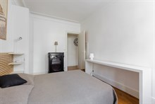 Cozy 2 person flat w elevator near tourist areas Montmartre and Moulin Rouge Paris 9th