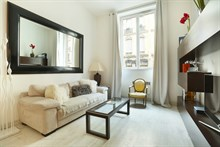 Modern flat for rent on rue de Marignan for 2 guests Paris 8th near tourist attractions