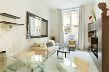 Luxury 1 bedroom apartment near tourist attraction for short term rent in The Golden Triangle/Triangle d'Or area Paris 8th