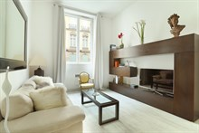 Spacious apartment for 2 with wifi in Paris 8th, short or long term rental on rue de Marignan