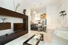 Weekly or monthly rental of luxury 1 bedroom apartment in affluent Paris district Le Triangle d'Or, 8th arrondissement