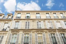Romantic vacation for 2 in luxurious weekly or monthly apartment rental in Paris 8th arrondissement on rue de Marignan