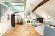 Short term apartment duplex for rent sleeps family of 3 with 2 adults and 1 child, perfect for art lovers, near Charles de Gaulle on rue d'Armaillé, Paris 17th arrondissment