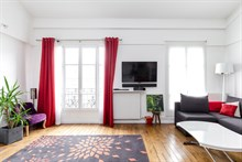Short term duplex apartment rental near Butte-aux-Cailles village, 2 bedrooms, sleeps 2, 4 or 6, Paris 13th rue de Tolbiac