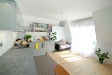 Large studio to rent short-term for two around the corner from the metro in Lilas