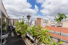 Flat for rent, furnished apartment for monthly rental with terrace sleeps 2 guests at Nation Paris 11th arrondissement