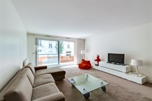 Monthly furnished apartment rental, 2 room, sleeps 2 to 4 with 2 balconies near Paris at Neuilly-Sur-Seine