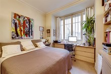 Well-decorated short term apartment rental for French language learners, luxury, hardwood floors, near public transportation Paris 6th